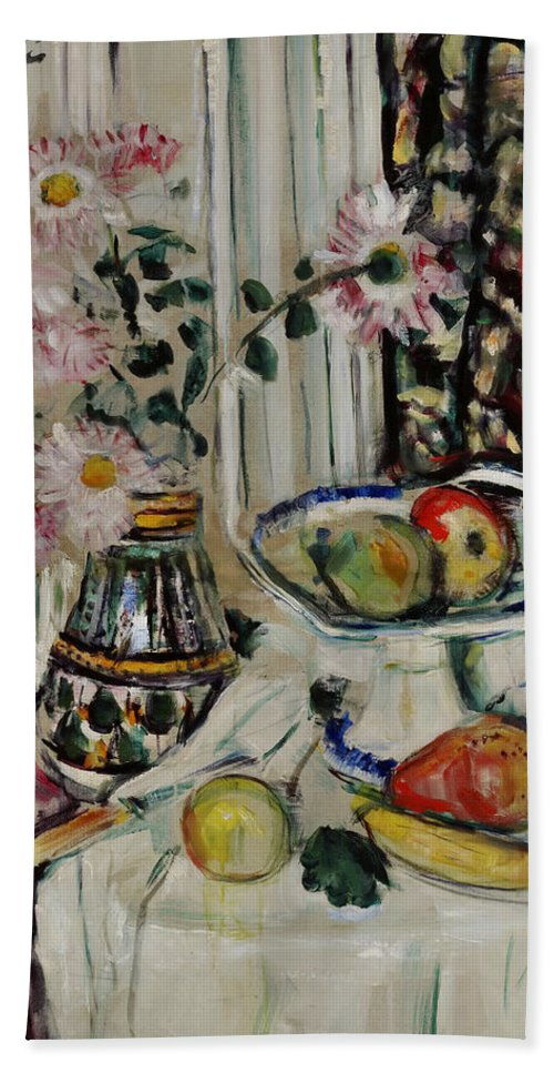 George Leslie Hunter Hand Towel featuring the painting Still Life With Daisies And Fruit by George Leslie Hunter