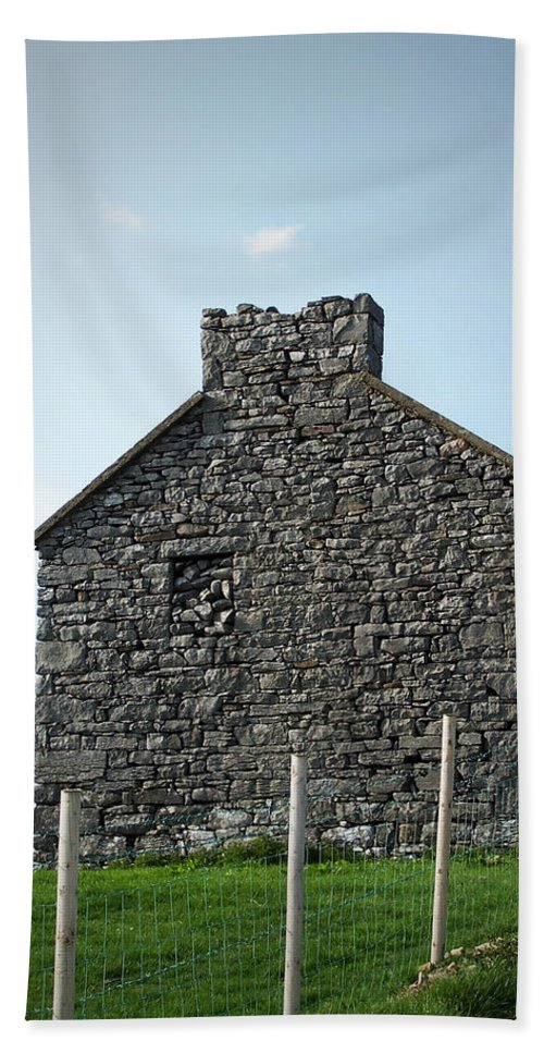 Irish Bath Towel featuring the photograph Stone Building Maam Ireland by Teresa Mucha