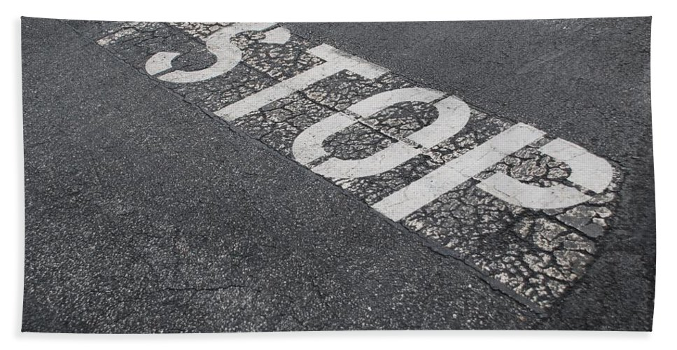 Black And White Bath Towel featuring the photograph Stop Sign by Rob Hans