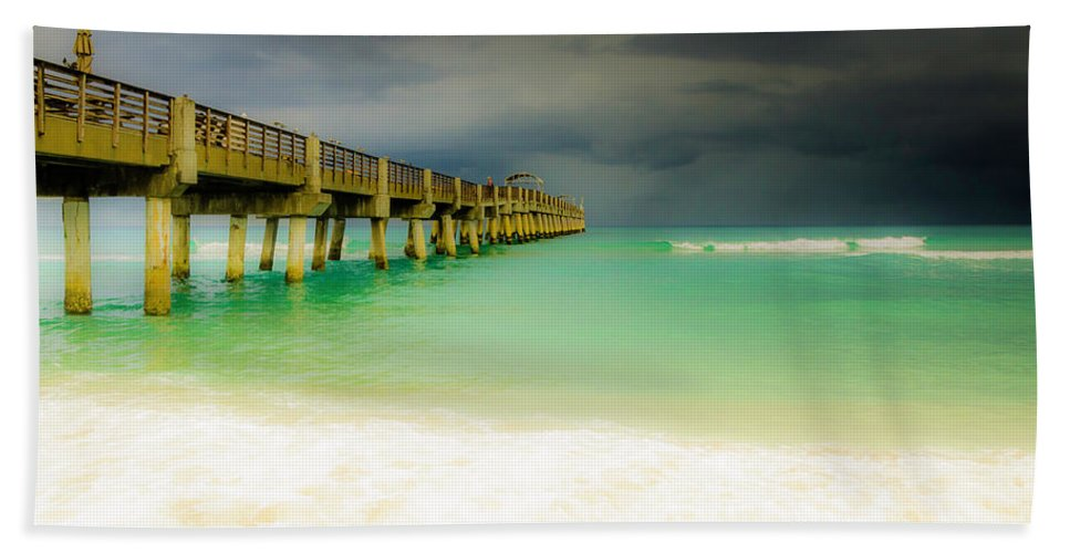 Pier Bath Sheet featuring the photograph Storm Arrives At The Pier by Wolfgang Stocker