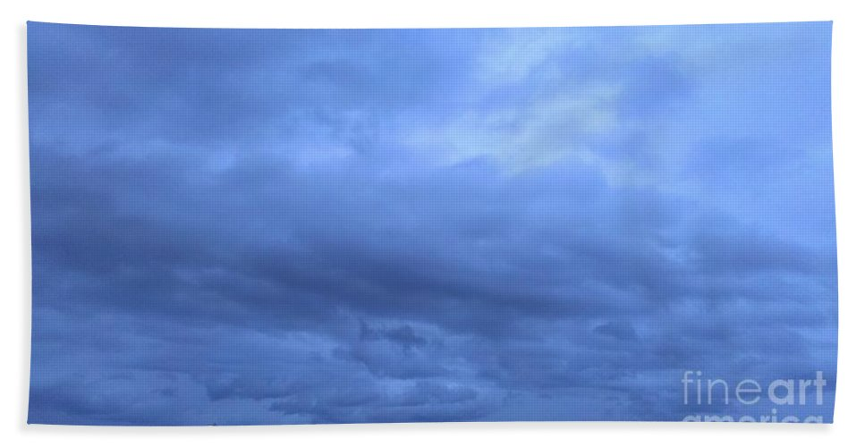 Storms Bath Sheet featuring the photograph Storming Through Selah by LKB Art and Photography