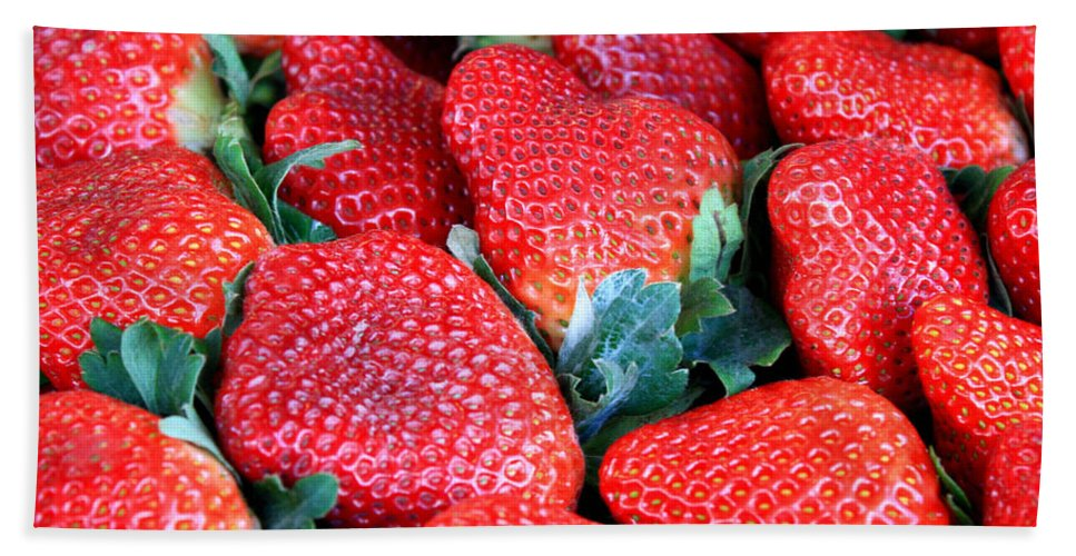 Strawberries Bath Sheet featuring the photograph Strawberries 8 X 10 by Carol Groenen
