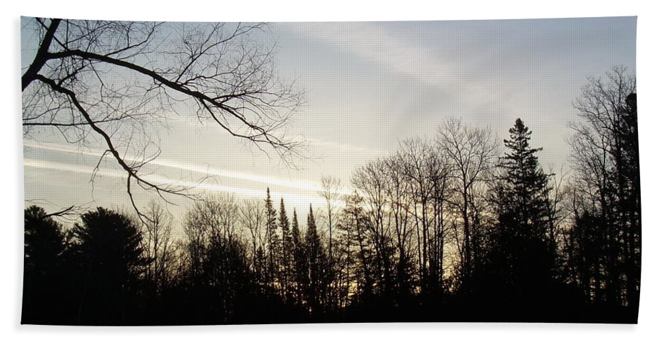 Clouds Bath Sheet featuring the photograph Streaks Of Clouds In The Dawn Sky by Kent Lorentzen