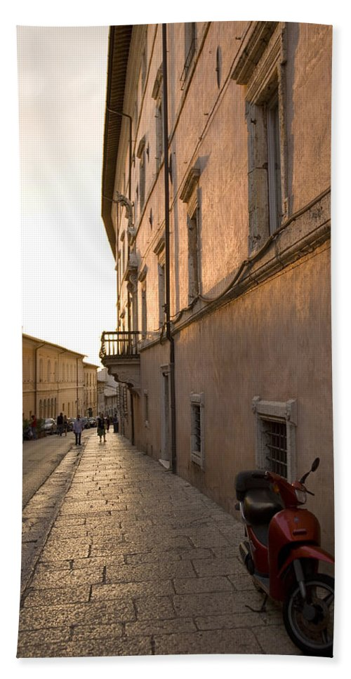Tourist Hand Towel featuring the photograph Street At Sundown In Assisi by Ian Middleton