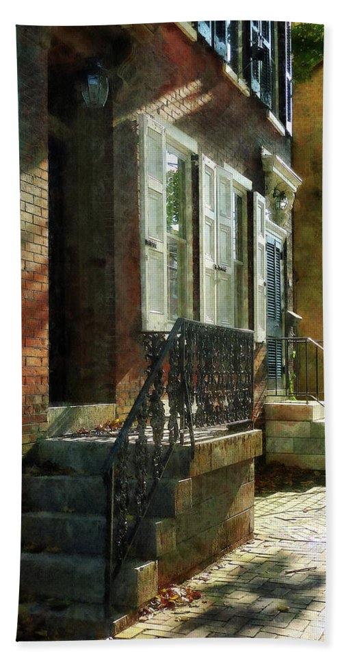 New Castle Bath Sheet featuring the photograph Street In New Castle Delaware by Susan Savad