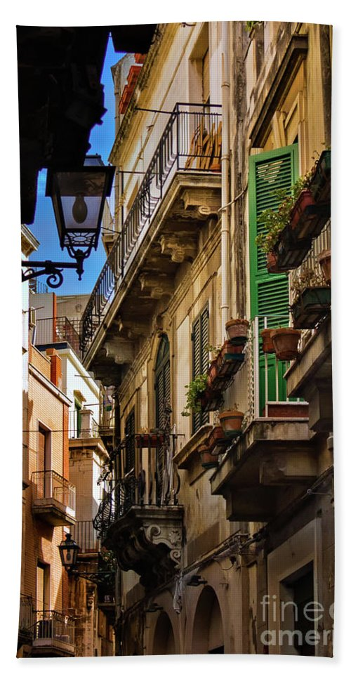 Siracusa Bath Sheet featuring the photograph Streets Of Siracusa by Doug Sturgess