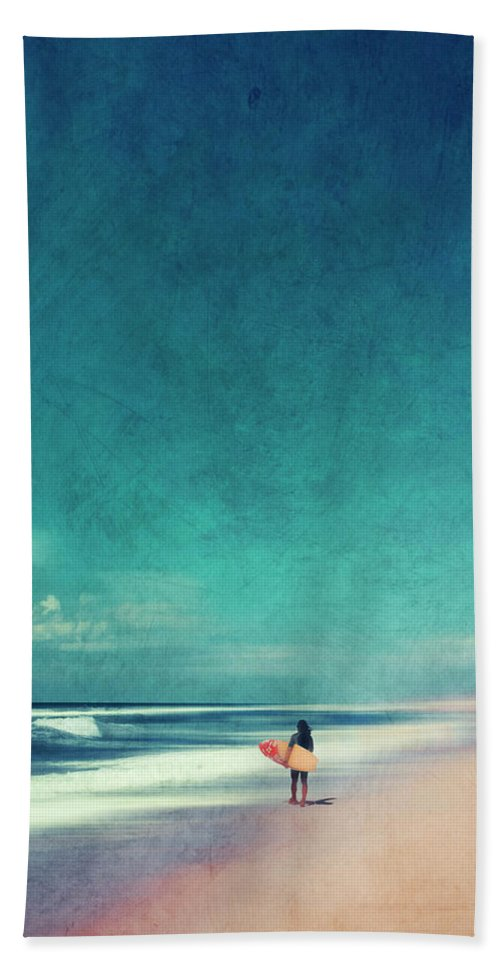 Landscape Bath Towel featuring the photograph Summer Days - Abstract Seascape With Surfer by Dirk Wuestenhagen
