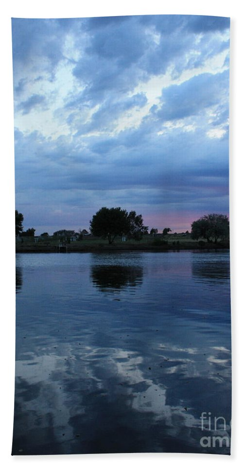 Blue Bath Towel featuring the photograph Summer Sunset On Yakima River 5 by Carol Groenen