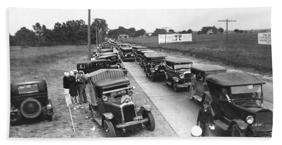 1920s Hand Towel featuring the photograph Summertime Country Traffic Jam by Underwood Archives