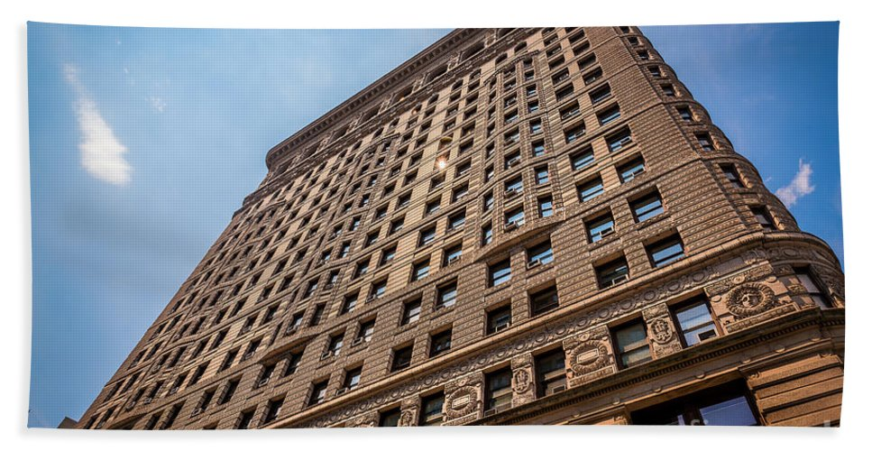 Flatiron Building Bath Sheet featuring the photograph Sun Reflection On The Flatiron Building by Alissa Beth Photography
