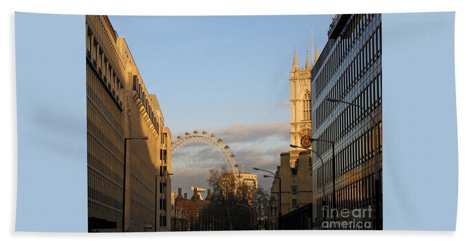 London Bath Sheet featuring the photograph Sun Sets On London by Ann Horn