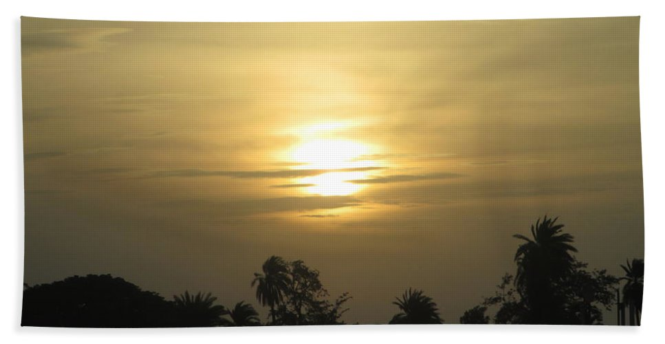 A Beautiful Sunset View Bath Towel featuring the photograph Sun View by Rajesh Kumawat