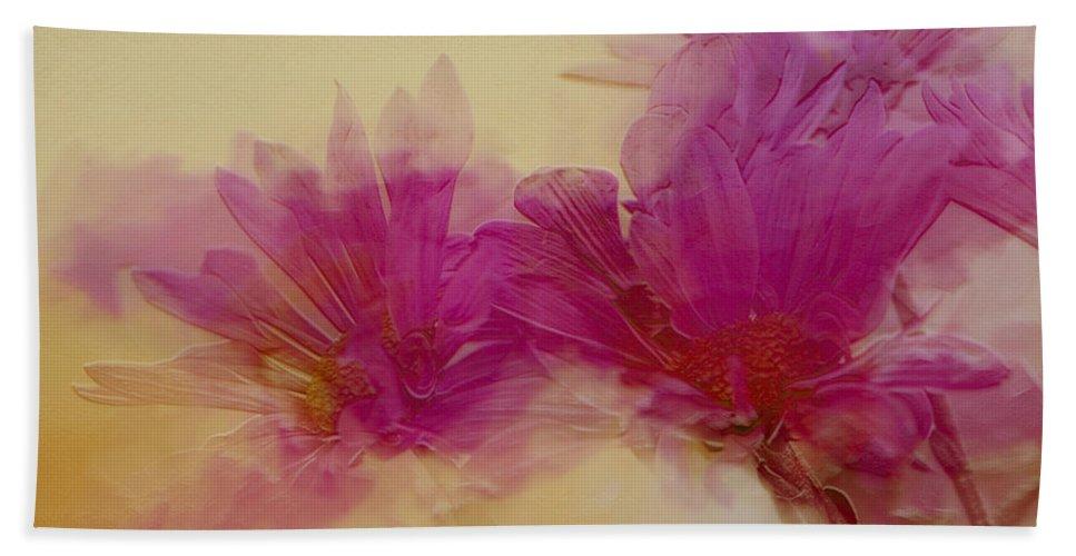 Flowers Bath Towel featuring the photograph Sundance by Linda Sannuti