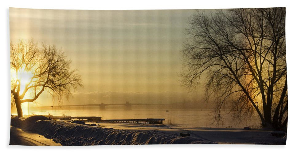 Sun Hand Towel featuring the photograph Sundog On The Bay by Tim Nyberg