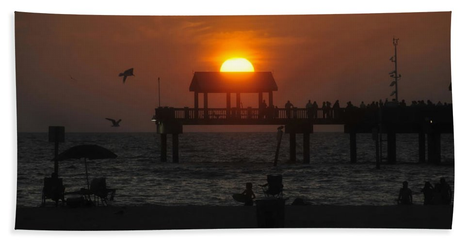 Sunset Hand Towel featuring the photograph Sundown by David Lee Thompson