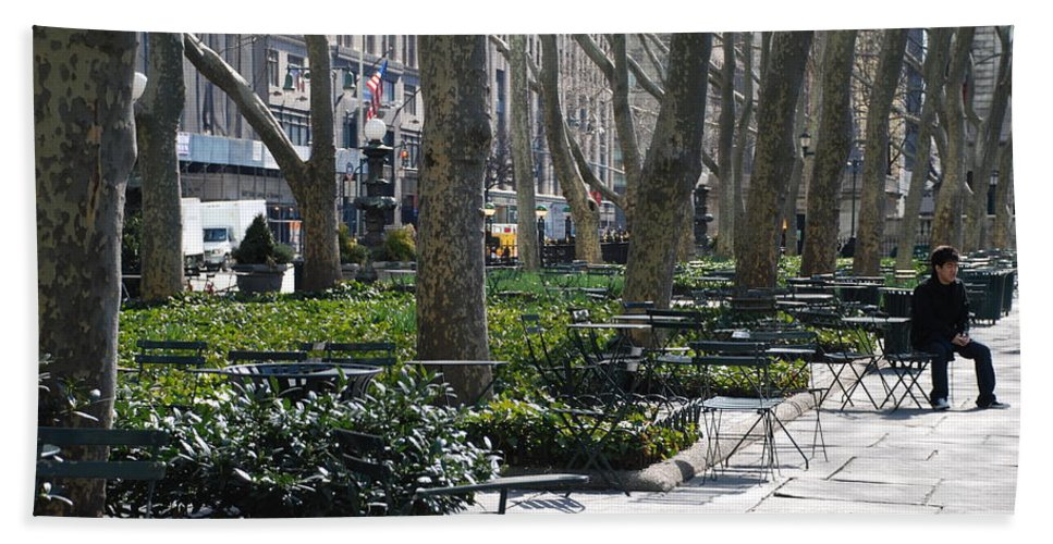 Parks Hand Towel featuring the photograph Sunny Morning In The Park by Rob Hans