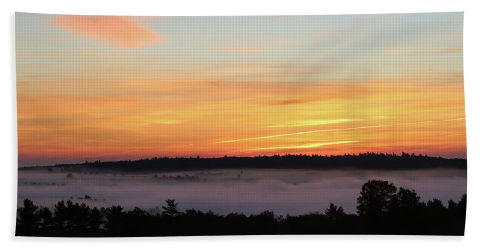 Maine Hand Towel featuring the photograph Sunrise Amongst The Clouds by Scott Ludgin
