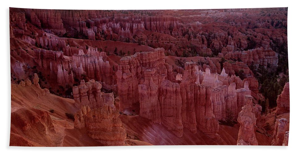 North America Hand Towel featuring the photograph Sunrise Over The Hoodoos Bryce Canyon National Park by Dave Welling