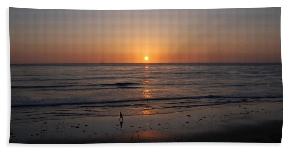 Sunset Hand Towel featuring the photograph Sunset At Eljio Beach California by Susanne Van Hulst