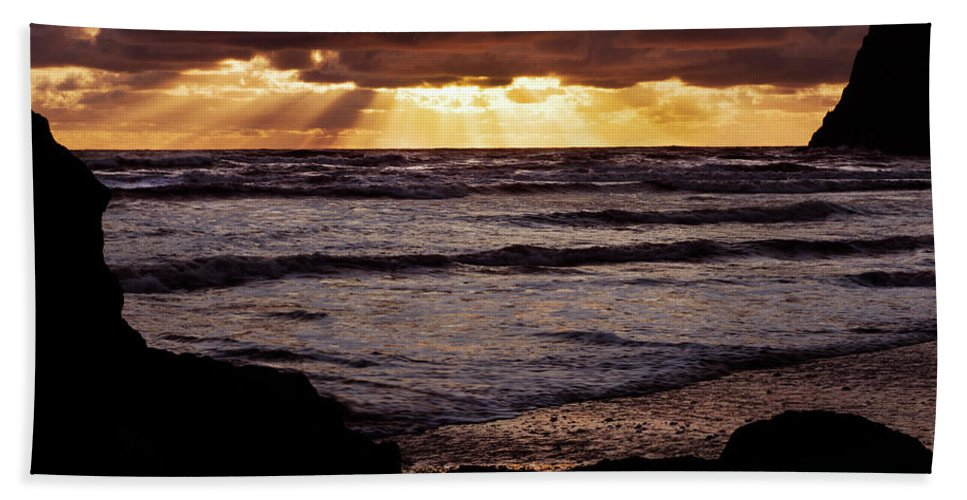 Sunset Bath Sheet featuring the photograph Sunset At Ruby Beach by David Lunde