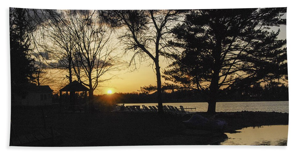 Sunset At The Lake Bath Sheet featuring the photograph Sunset At The Lake by Phyllis Taylor