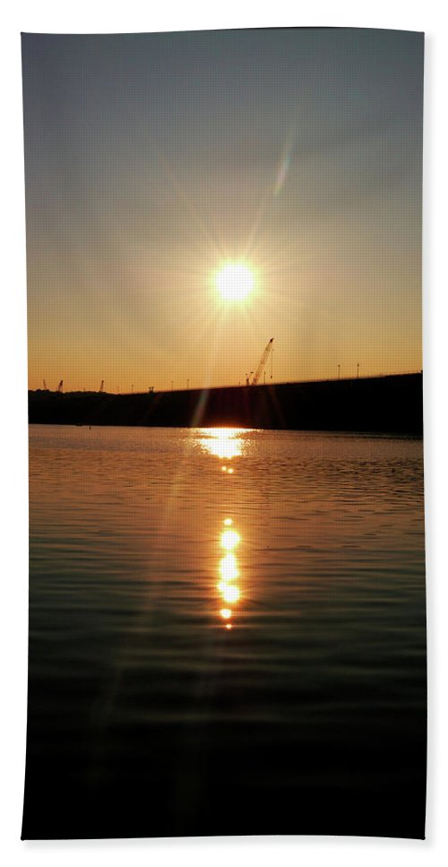 Lake Hand Towel featuring the photograph Sunset At Wolf Creek Dam by Amber Flowers