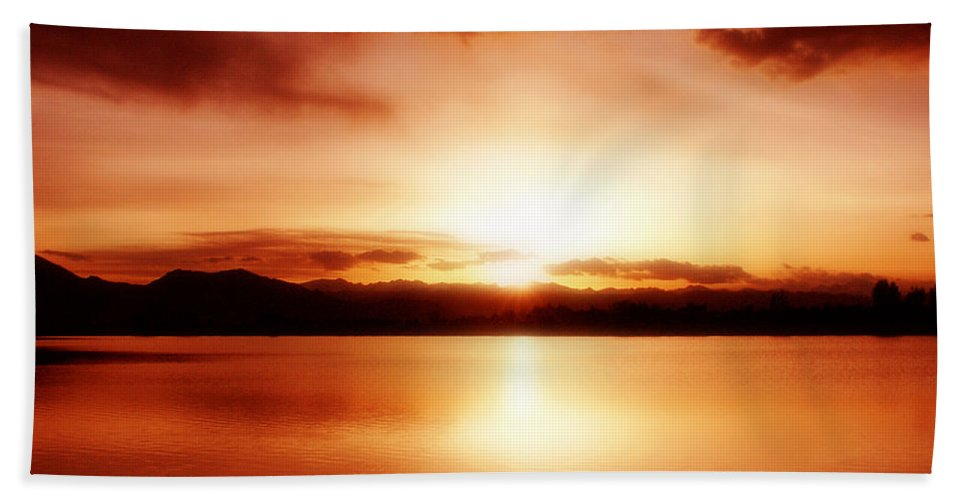 Lake Hand Towel featuring the photograph Sunset by Marilyn Hunt