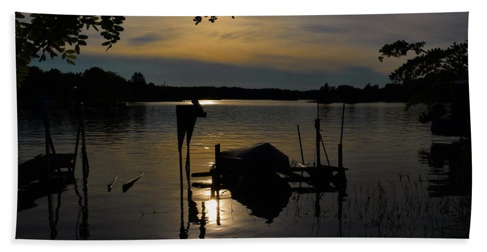 Pat Bath Towel featuring the photograph Sunset On Lake Shannon by Pat Turner