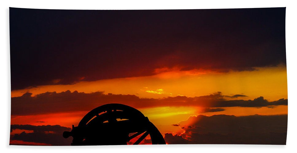 2009 Bath Sheet featuring the photograph Sunset On The Battlefield by Tommy Anderson