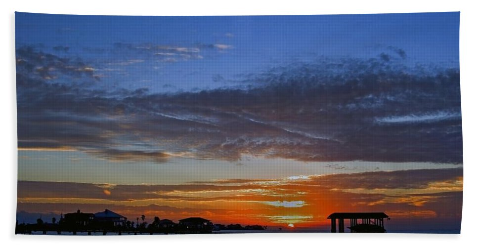 Sunset Hand Towel featuring the photograph Sunset On The Bay by Robert Brown