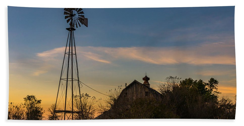 Windmill Hand Towel featuring the photograph Sunset On The Farm by Willard Sharp