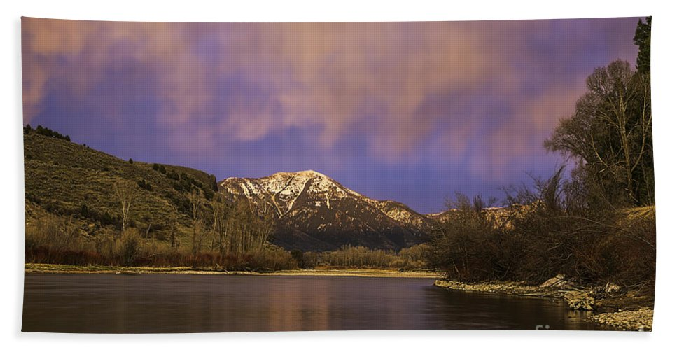 Snake River Hand Towel featuring the photograph Sunset On The Snake River by Daryl L Hunter