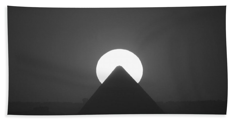 Pyramid Bath Sheet featuring the photograph Sunset Over Cheops by Donna Corless