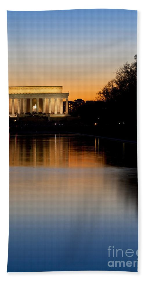Lincoln Memorial Hand Towel featuring the photograph Sunset Over Lincoln Memorial by Brian Jannsen