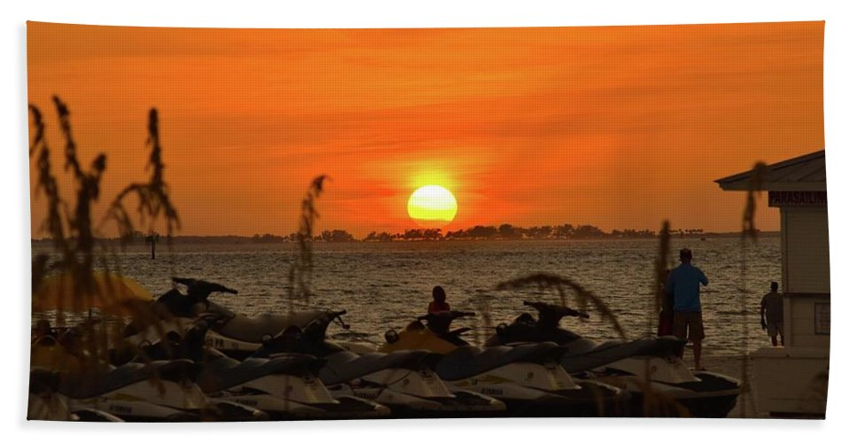 Sunset Hand Towel featuring the photograph Sunset Over The Gulf 1 by Shelley Smith