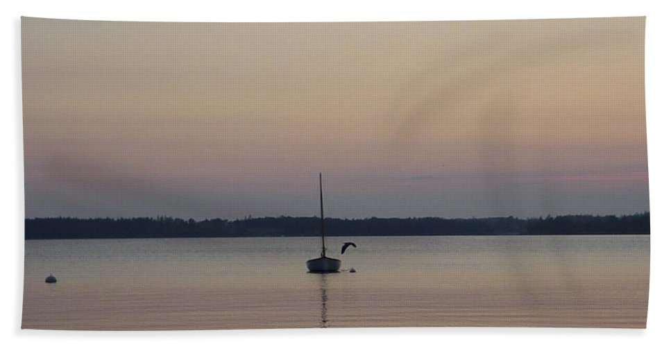 Maine Hand Towel featuring the photograph Sunset Sailing by Kelly Mezzapelle