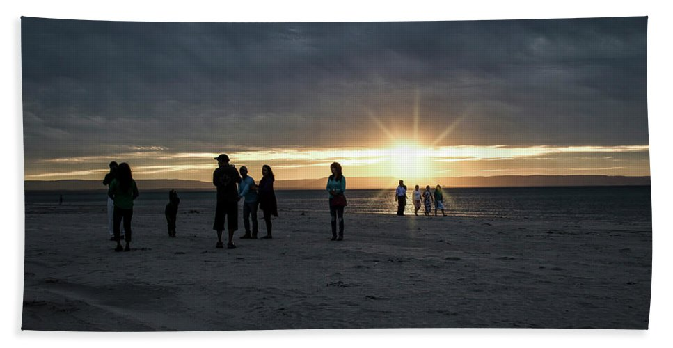 Sunset Hand Towel featuring the photograph Sunset Silhouette by Anne D