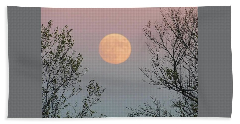 Full Moon Bath Sheet featuring the photograph Super Moon At Twilight by Kathleen Moore Lutz