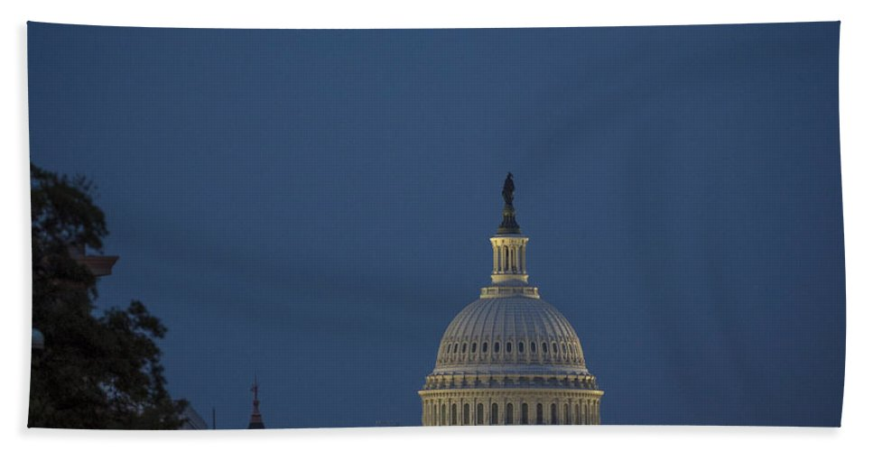 Tourism Hand Towel featuring the photograph Supermoon Over Washington, Dc by Science Source