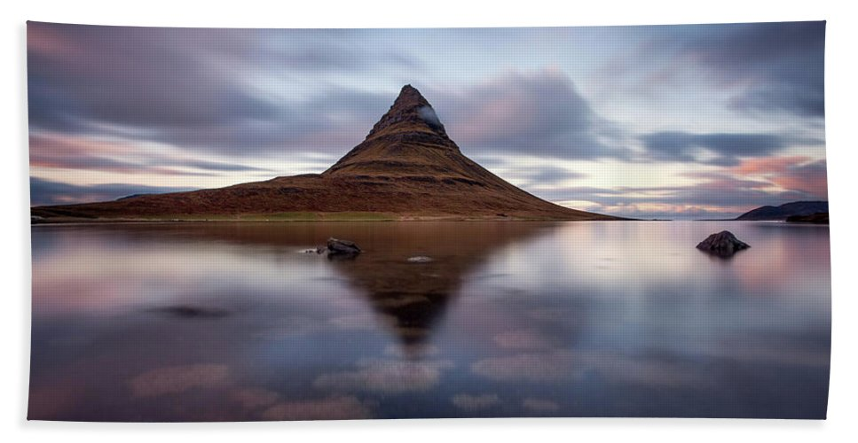 Iceland Hand Towel featuring the photograph Supremacy by Jorge Maia