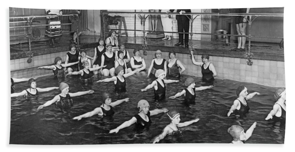 1920s Bath Towel featuring the photograph Swimming Lessons In Berlin by Underwood Archives