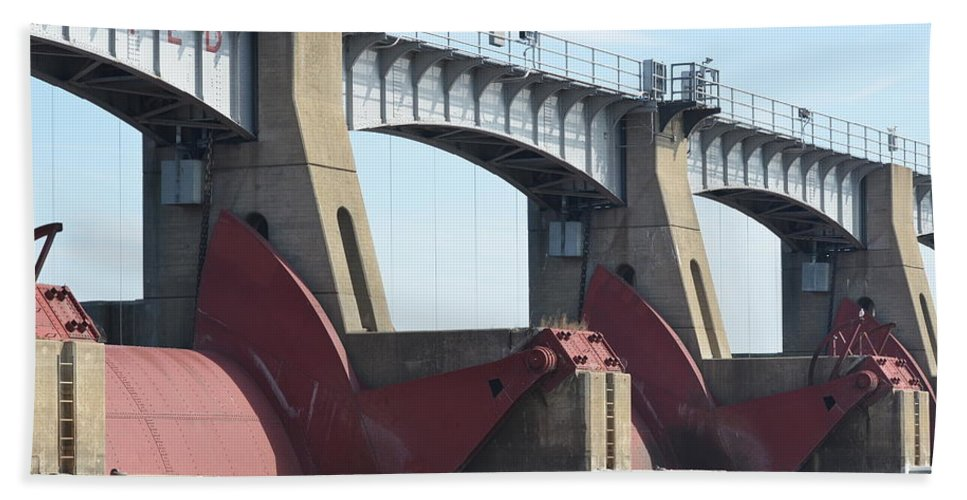 Lock And Dam No 13 Hand Towel featuring the photograph Tainter Gates by Tammy Mutka