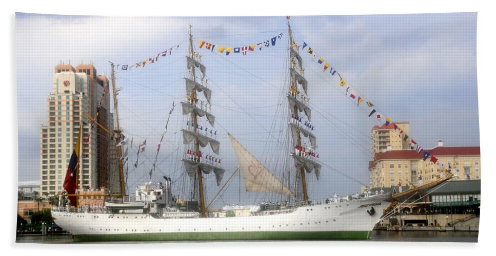 Tampa Bay Florida Hand Towel featuring the photograph Tall Ship In Tampa Bay by David Lee Thompson