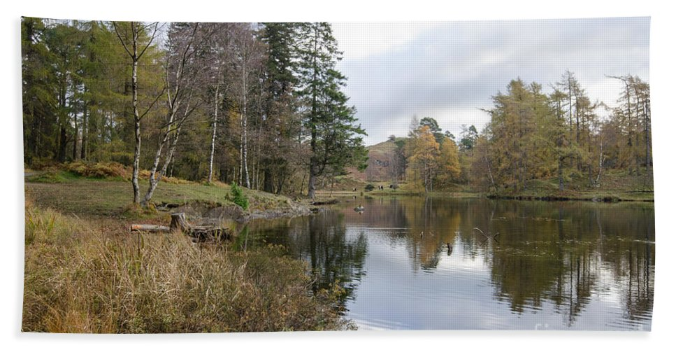 Tarn Hand Towel featuring the photograph Tarn Hows by Smart Aviation