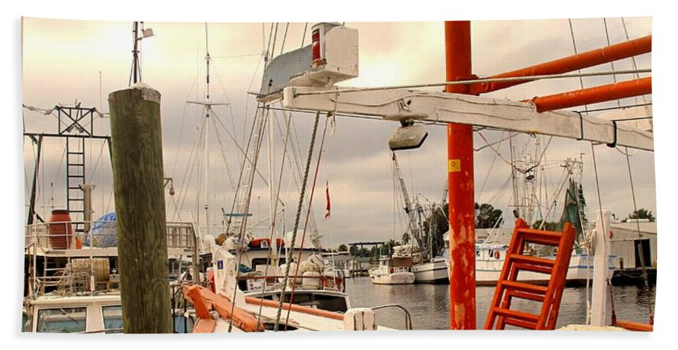 Florida Bath Towel featuring the photograph Tarpon Springs Harbor by Ian MacDonald