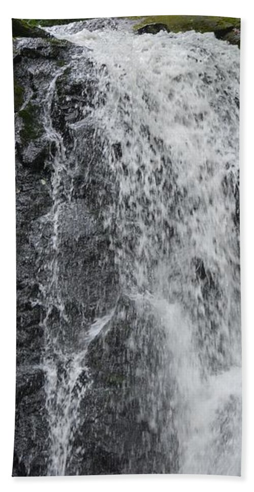 Designer Hand Towel featuring the photograph Tennesee Refuge by Annette Kinship
