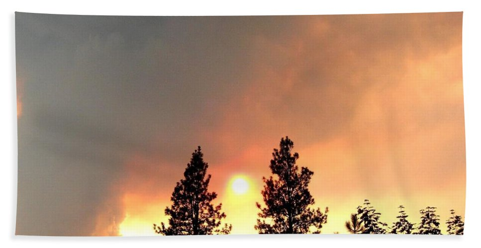 Forest Fire Bath Sheet featuring the photograph Terrace Mountain Fire 2 by Will Borden