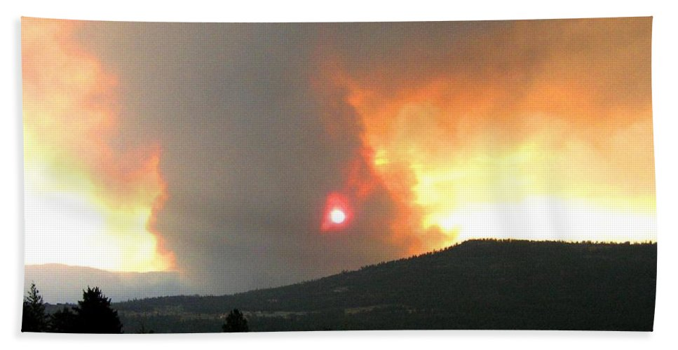 Forest Fire Bath Sheet featuring the photograph Terrace Mountain Fire 3 by Will Borden