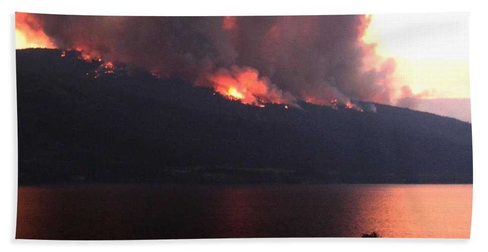 Forest Fire Bath Sheet featuring the photograph Terrace Mountain Fire 5 by Will Borden