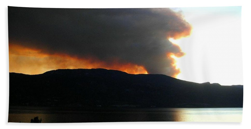 Forest Fire Bath Sheet featuring the photograph Terrace Mountain Fire by Will Borden